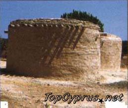 Реконструкция неолитической деревни в Лемпе